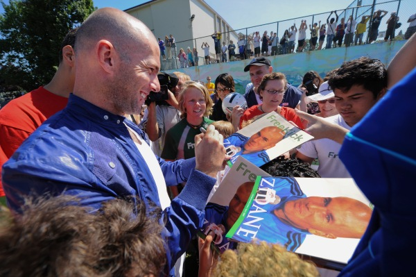 VANCOUVER, BC : JULY 3 - 2009 - - Soccer star Zinedine Zidane drops in at a soccer clinic to sign autographs and to encourage more kids to play the game, at Britannia Oval in Vancouver, Friday, July 3, 2009. ( Glenn Baglo / Vancouver Sun) ( No story ) [PNG Merlin Archive]